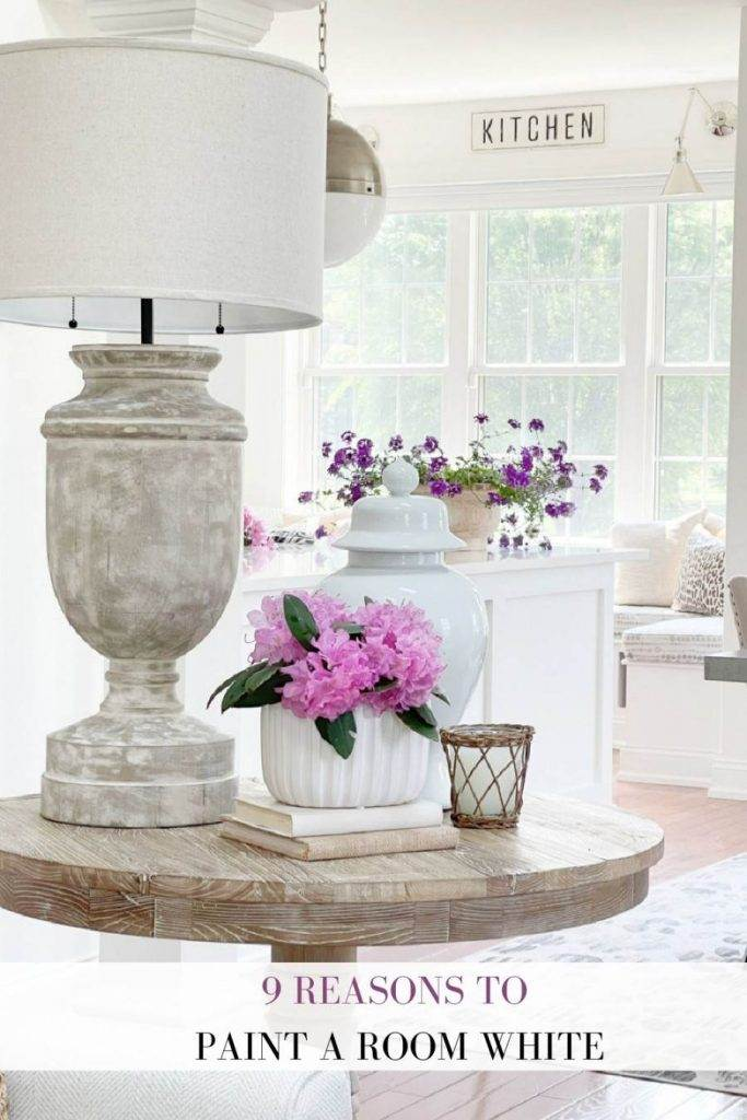 WHITE ROOMS WITH BEAUTIFUL FURNISHINGS