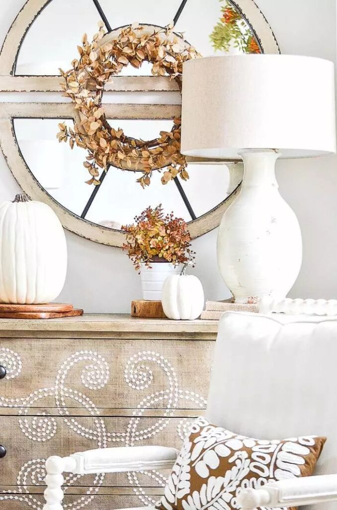 WREATH WITH NEUTRAL LEAVES ON A MIRROR