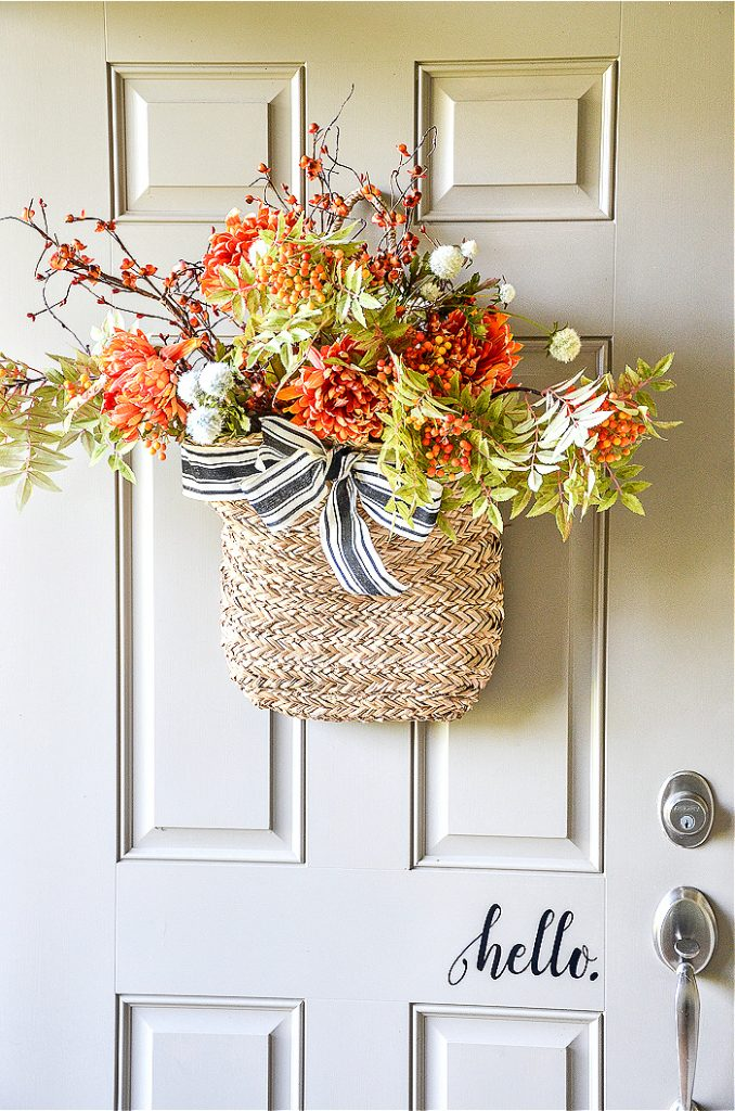 FALL IDEAS LIKE THIS BRAMBLY FRONT DOOR BASKET