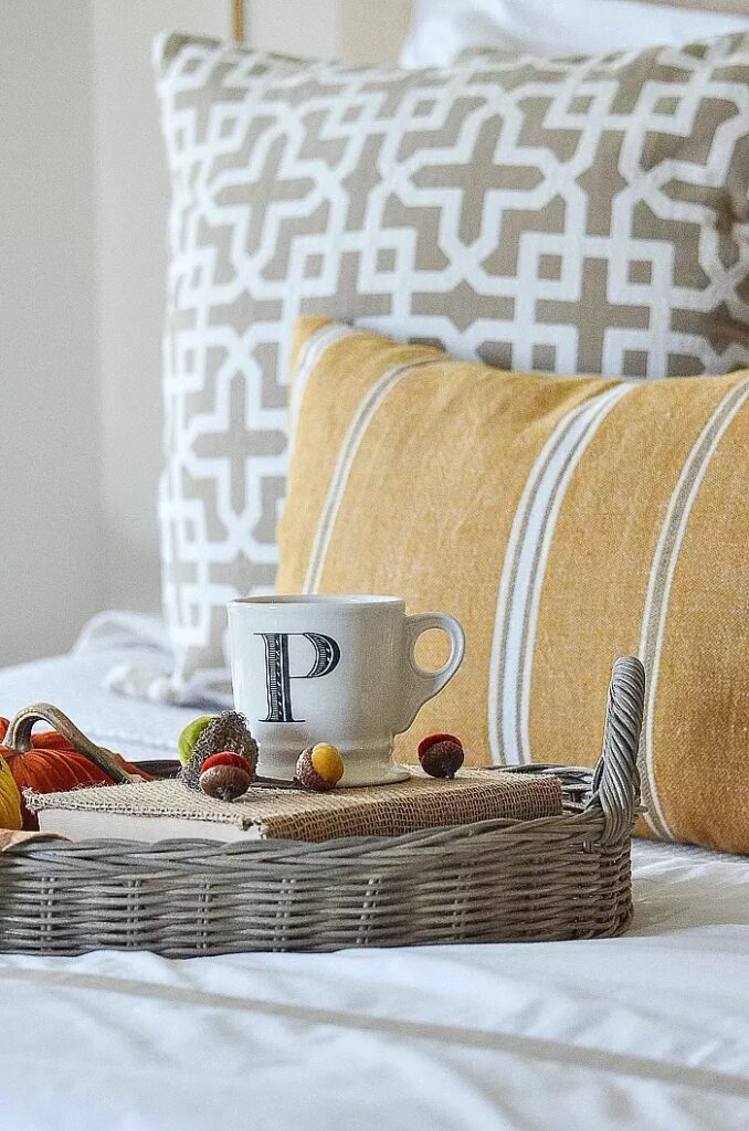 BED TRAY WITH VELVET PUMPKINS AND ACORNS