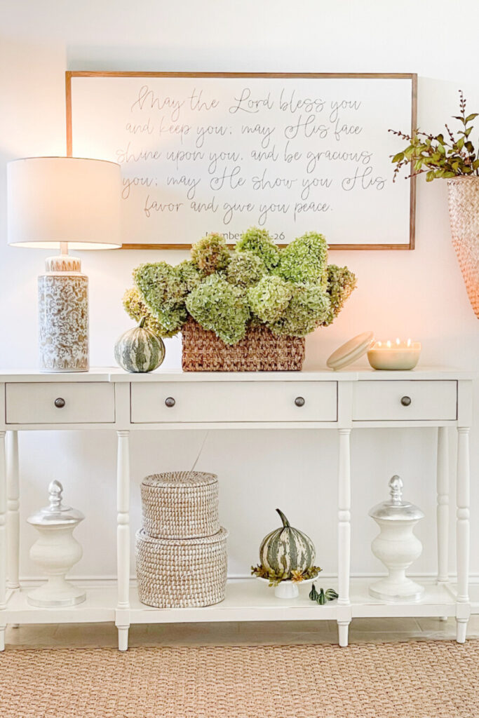 FALL DECOR IN THE FOYER