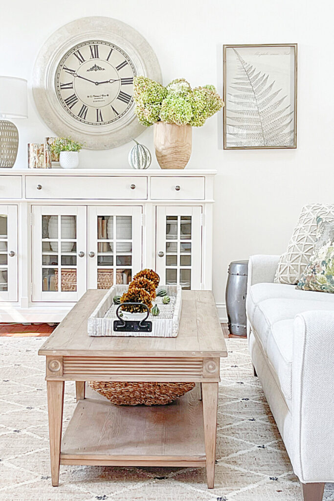 BEAUTIFUL FALL DECORATING IDEAS IN THE LIVING ROOM
