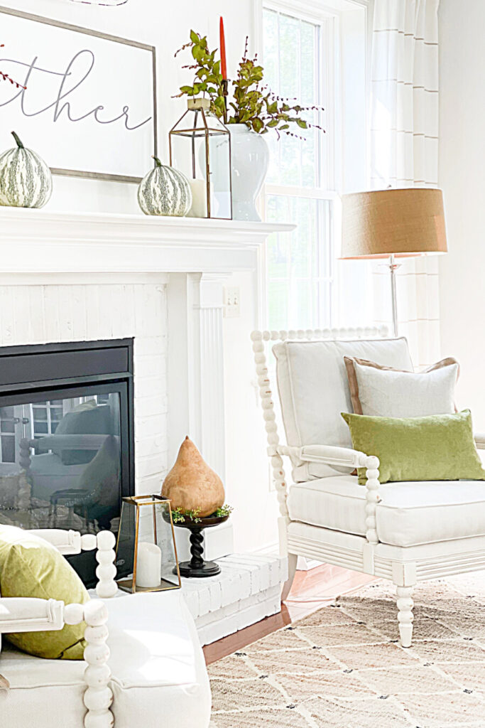 EASY FALL DECORATING IDEAS IN THE FALL LIVING ROOM