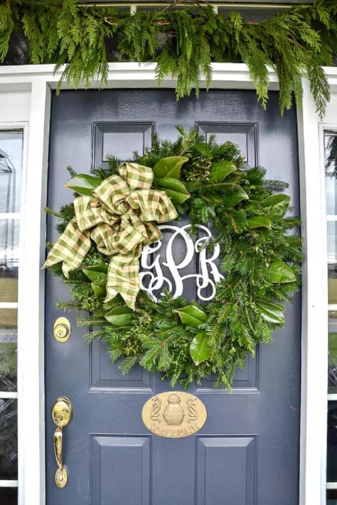 BIG CHRISTMAS WREATH ON A FRONT DOOR