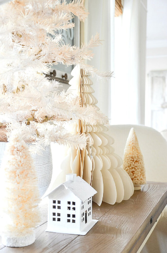 WHITE TREES ARE CHRISTMAS TRENDS FOR 2021