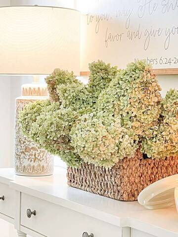 DECORATING A  FOYER THE EASY WAY